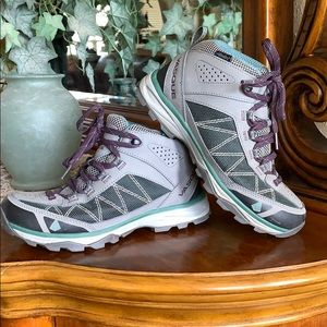 Ultra Dry Vasque mid rise hiking size 7.5. Aqua